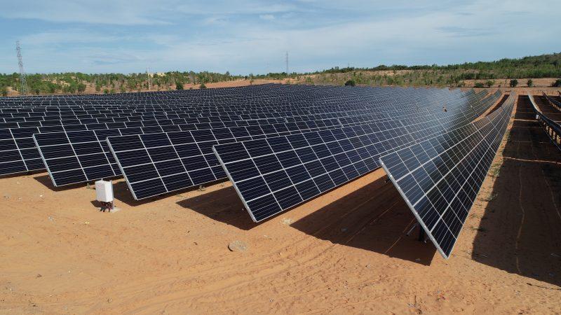 Tấm pin năng lượng mặt trời của nhà máy điện Hồng Phong 4