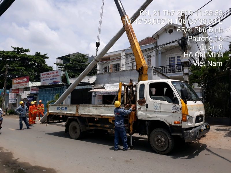 Di dời lưới điện tại bến Phú Định, Quận 8, Thành phố Hồ Chí Minh