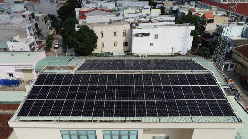 Khách hàng các tỉnh miền Nam lắp điện mặt trời áp mái