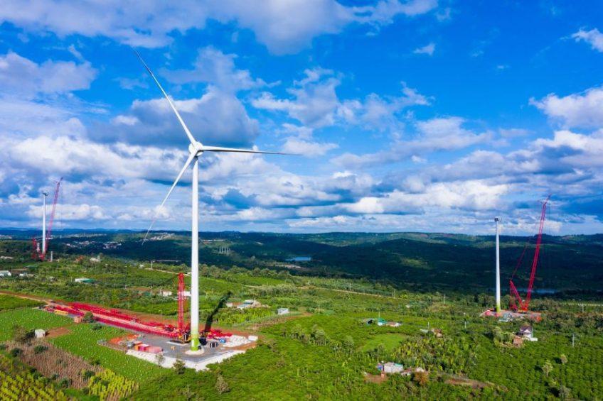 Trên công trường nhà máy điện gió lớn nhất Việt Nam